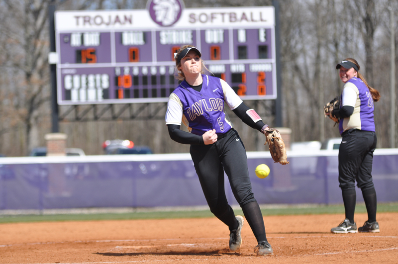 6th Softball Earns Fifth-Straight Sweep Photo