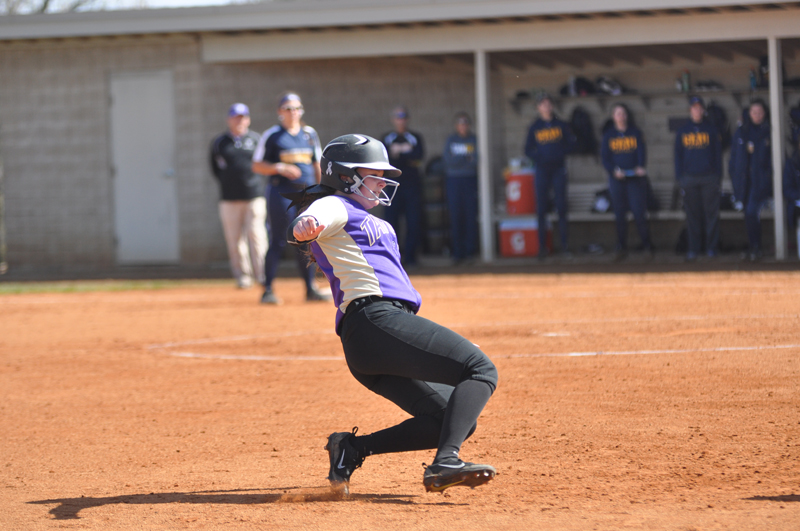 10th Softball Earns Fifth-Straight Sweep Photo
