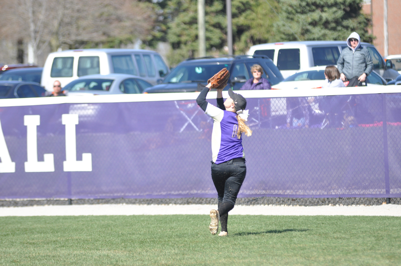 13th Softball Earns Fifth-Straight Sweep Photo