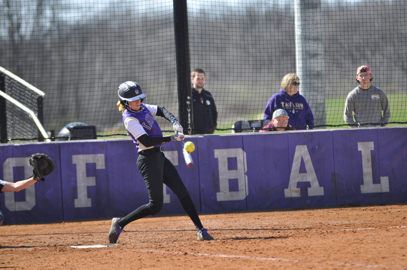 14th Softball Earns Fifth-Straight Sweep Photo