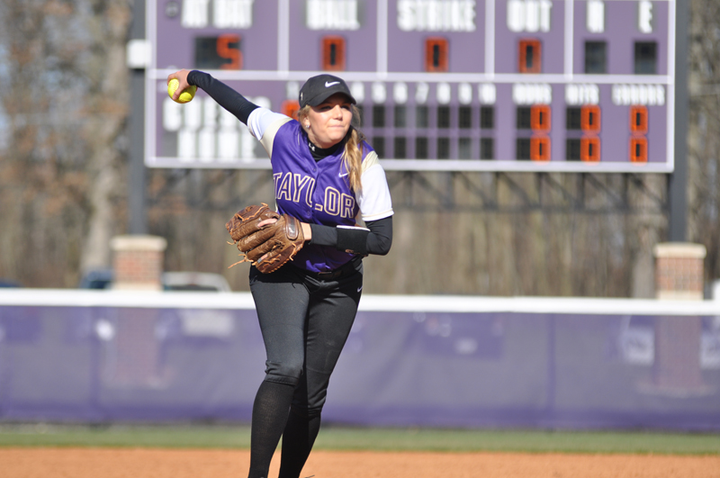 28th Softball Earns Fifth-Straight Sweep Photo