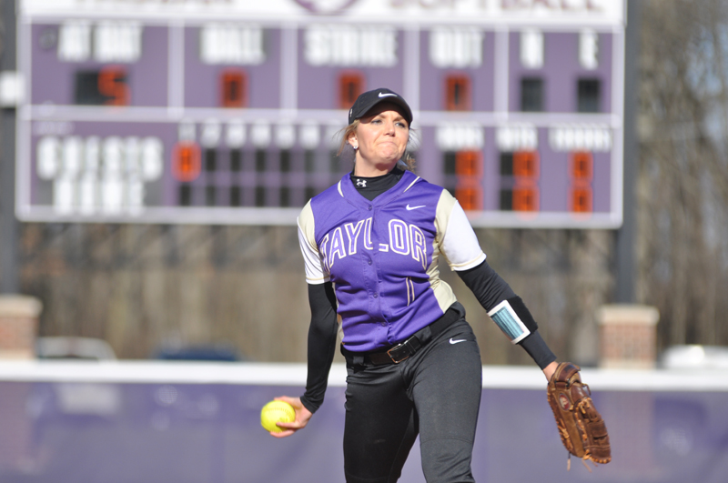 29th Softball Earns Fifth-Straight Sweep Photo