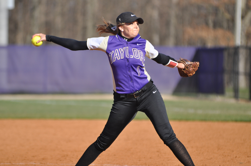 32nd Softball Earns Fifth-Straight Sweep Photo