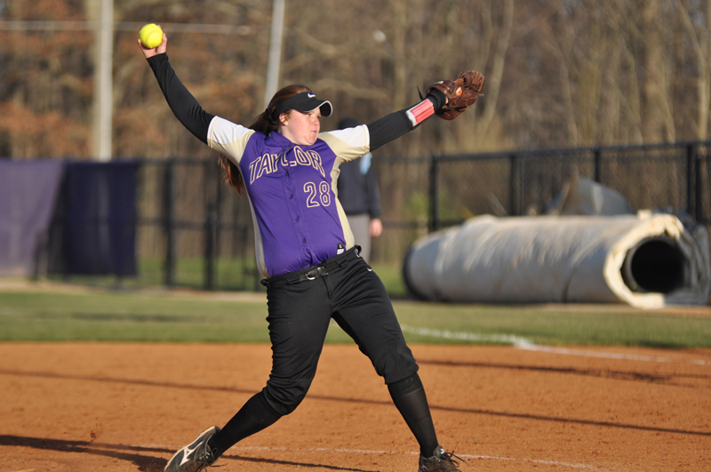 42nd Softball Earns Fifth-Straight Sweep Photo