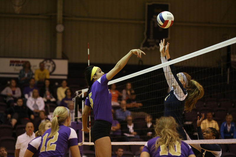 40th Volleyball Sweeps Marian Photo
